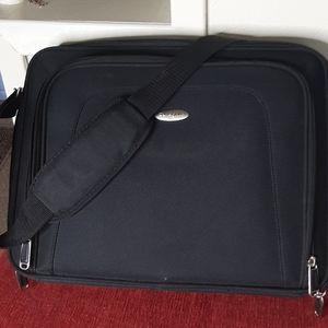 Samsonite Nwot laptop carrying case w. Strap